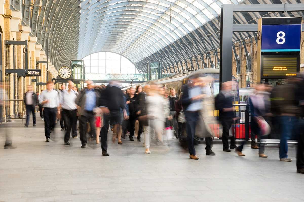 5 ways IoT in train stations enhances passenger experience and safety